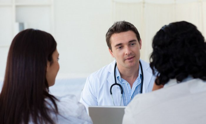 Посещение врача-гинеколога для сдачи анализов