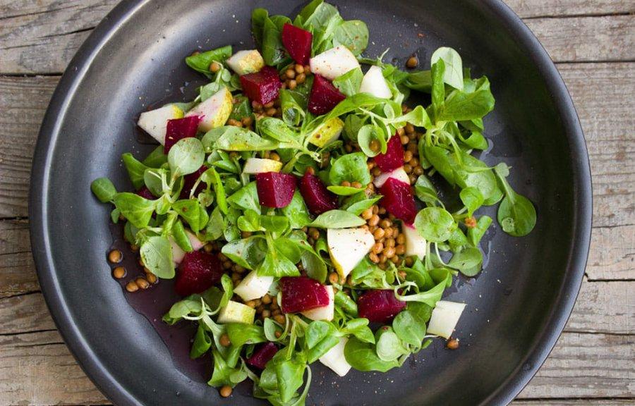 Салат из свекольных листьев