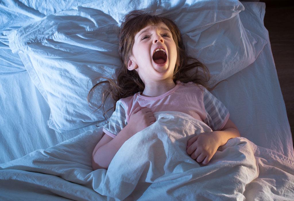 Девочка не хочет спать картинка