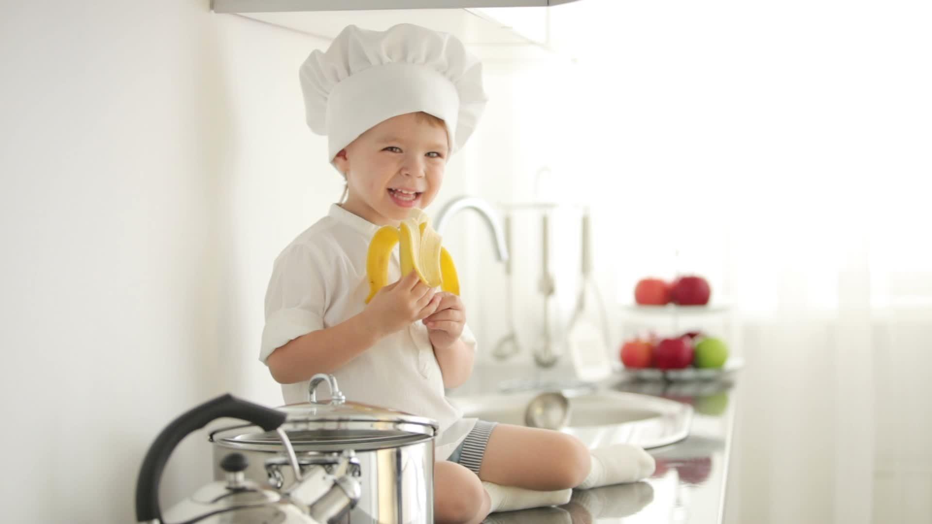 Не хочет есть банан