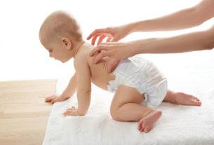 Как научить ползать ребенка